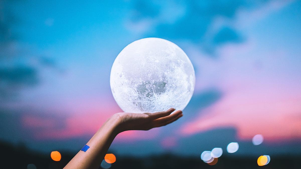 Zeynep Turan Astrolojide Dolunay ve Yeniay'ın Etkilerini Anlatıyor