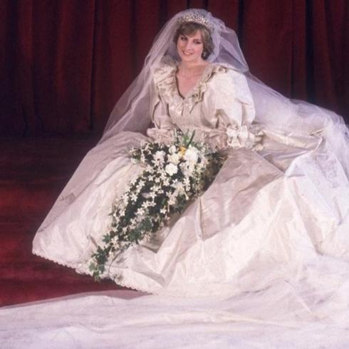 Prenses Diana'nın Gelinliği Kraliyet Sergisinde