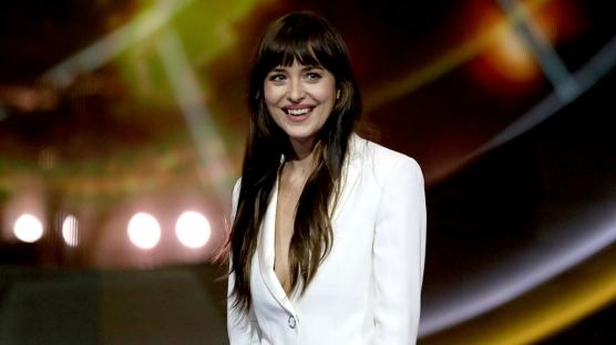 Dakota Johnson ve Henry Golding Aynı Projede