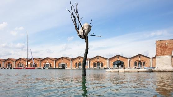 """Venedik Bienali'nde """"Dinleyici"""" Eseri"""