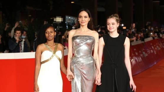 """Angelina Jolie """"Eternals"""" Filminin Galasına Zahara ve Shiloh ile Katıldı"""